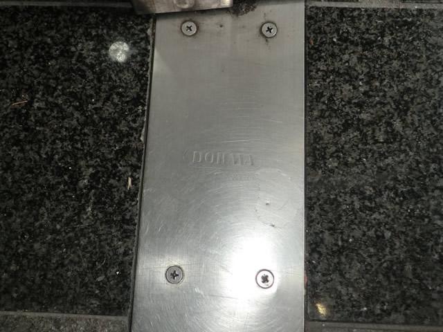 両開き框ドアのフロアヒンジ修理、交換 施工事例 名古屋