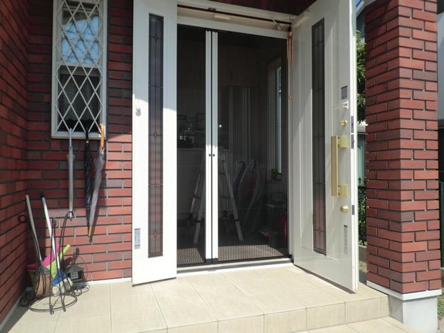 玄関ドアに網戸 LIXILしまえるんですα 施工事例 名古屋