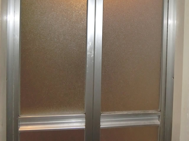 浴室中折れドアの樹脂パネル交換 施工例 名古屋