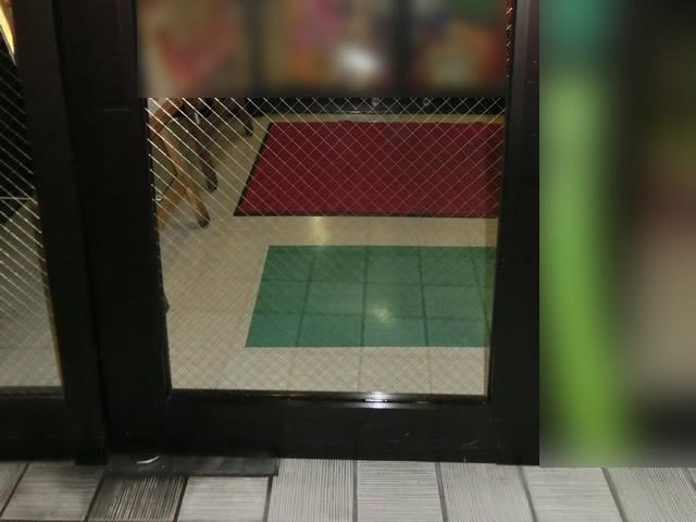 店舗入口ドアのガラス修理、交換 施工例 名古屋
