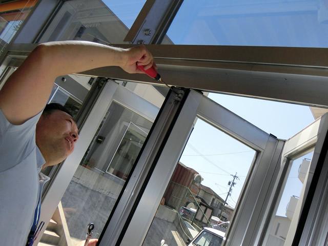 ショールームの折れ戸の修理、調整 施工例 名古屋