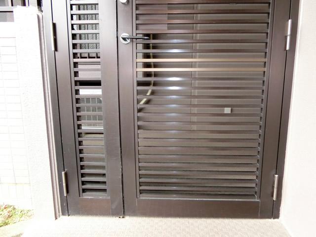 マンションの通用口扉へのアルミパネル設置工事 施工事例 名古屋
