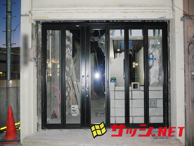 店舗フロントサッシ 引分け折れ戸6枚建 施工事例 名古屋市中区