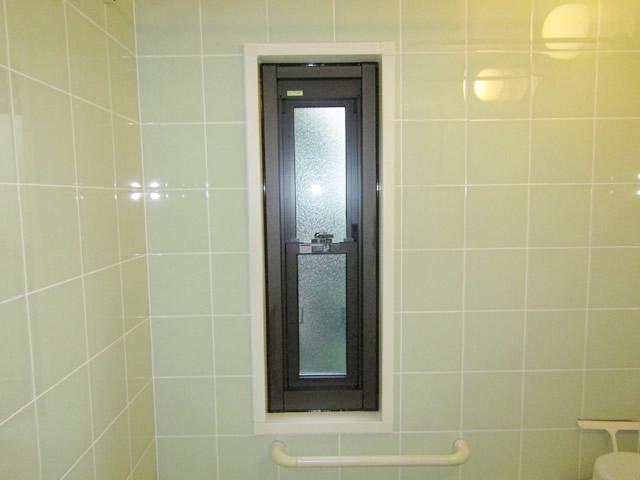 名古屋市緑区 浴室窓<カバー工法>ガラスルーバー→上げ下げ窓 取替工事 施工後