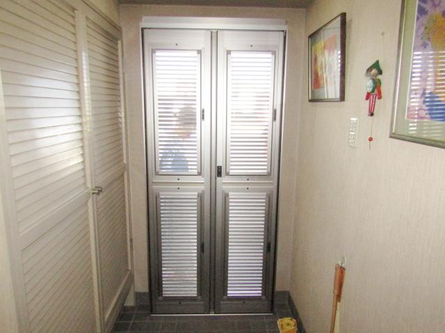 名古屋市中川区 ルーバー式玄関網戸取付工事 施工後
