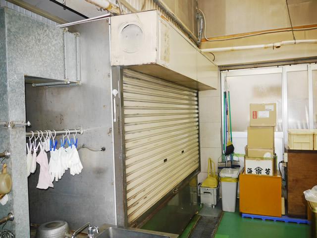 名古屋市北区 S社様 軽量バランスシャッター取替工事 施工前B
