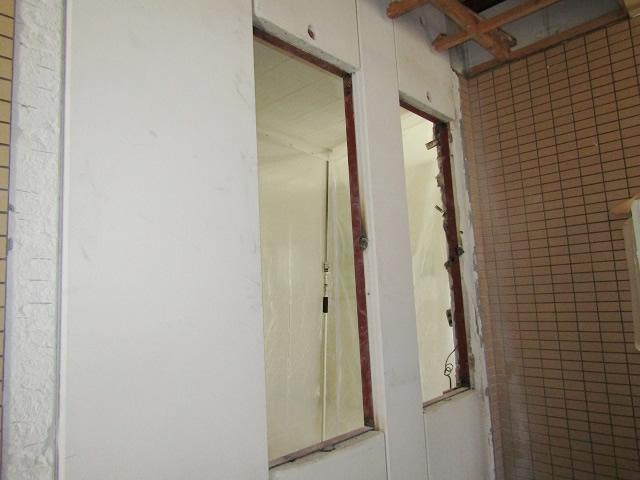 名古屋市北区 片開き窓 防犯ガラス網戸付 取付工事 施工前