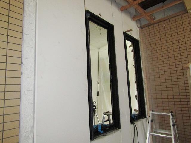 名古屋市北区 片開き窓 防犯ガラス網戸付 取付工事 施工中