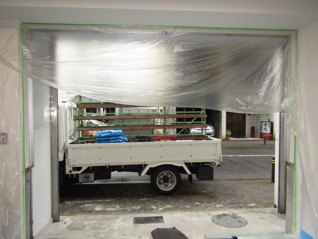 名古屋市中区 アルミサッシカバー工法 エントランス改修工事 施工中(内観)