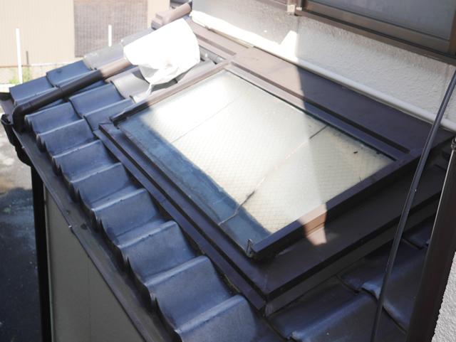 名古屋市中川区 トップライトガラス 割れ替え 修理 施工前①