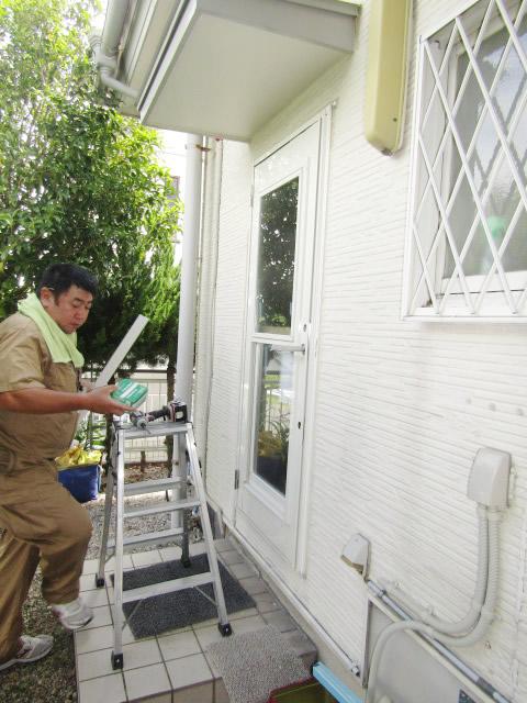 豊明市 LIXIL リシェント 勝手口ドア ホワイト ランマなし PG仕様 取替工事 施工中