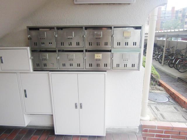 名古屋市天白区 某マンション 集合郵便ポスト増設 掲示板取替工事 施工前