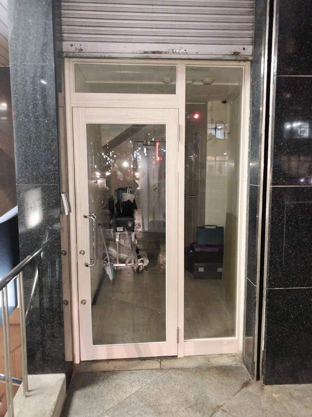 名古屋市中区ビル店舗 ガラス取替え、ダイノックシート貼付け工事 施工後