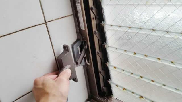 名古屋市南区 某風呂場 ガラスルーバー交換、ガラス交換 施工中