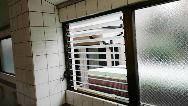 名古屋市南区 某風呂場 ガラスルーバー交換、ガラス交換 施工後