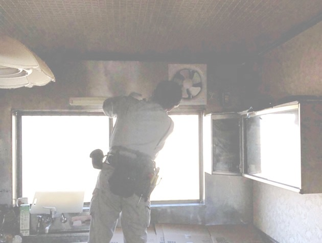 一宮市 換気扇・照明器具取替工事 施工中