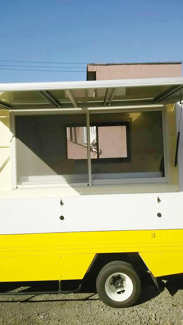 名古屋市 移動販売用車両(キッチンカー) 網戸取付工事 施工後