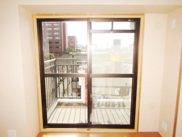 名古屋市熱田区 リクシル 内窓インプラス 引違い窓 ペアガラス 取付工事 施工中