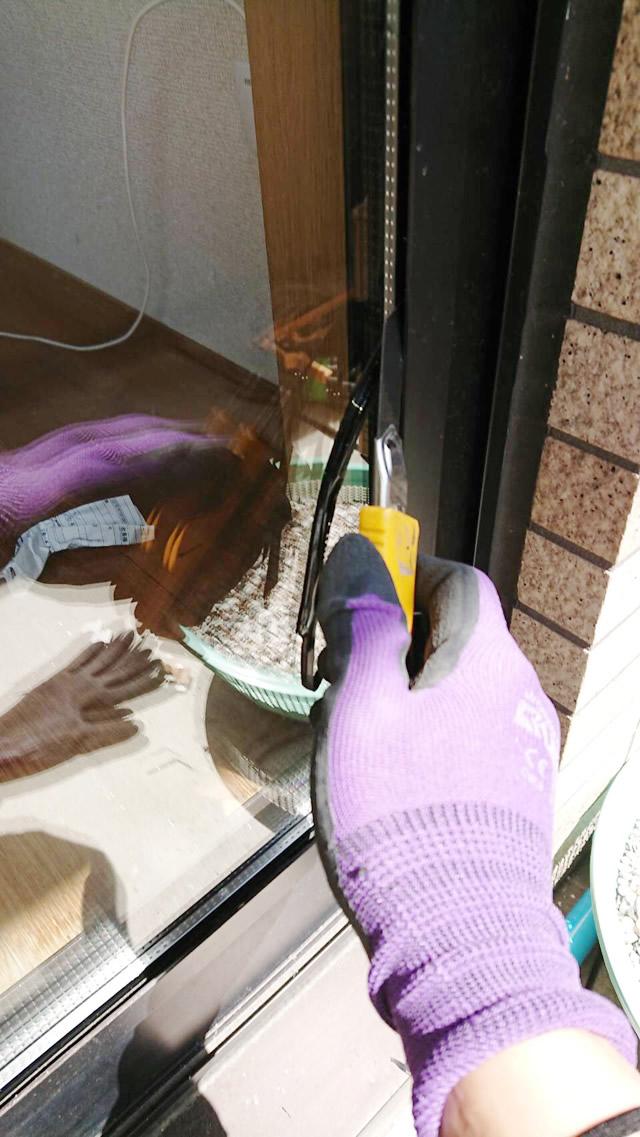 一宮市 某マンション 掃出し窓 ガラス割れ替え ペアガラス FL4-A6-FL4 施工中