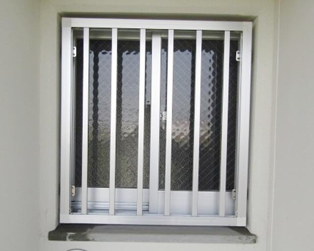 名古屋市西区 市営住宅 高窓 網戸取付工事 施工前