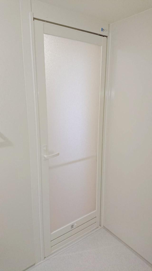 名古屋市北区 YKKAP サニーセーフⅡドアCGタイプ タオル掛け付 ホワイト 施工後