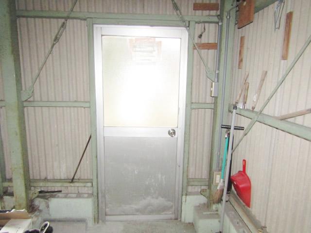 津島市 車庫  リクシル ロンカラーガラスドア 上下パネル框ドア 施工前