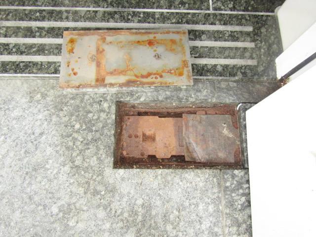 名古屋市昭和区 フロアヒンジ 石張り仕様 2450 I-A-27 取替工事 施工中