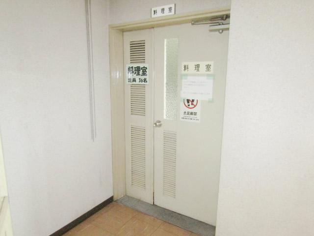 名古屋市守山区 某施設 木製親子扉取り替え 施工前