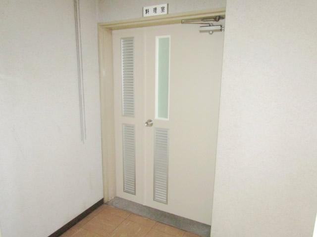 名古屋市守山区 某施設 木製親子扉取り替え 施工後