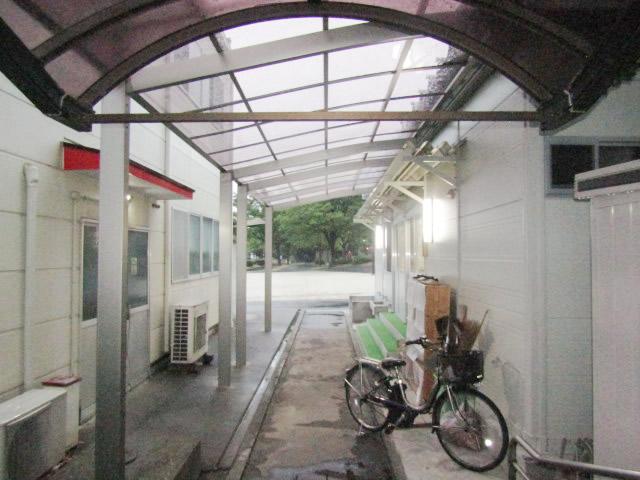 名古屋市港区 カーポート新設 リクシル フーゴRレギュラー 27-50型 2縦連棟 施工後