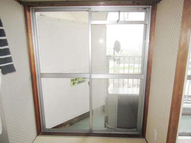 清須市 リクシル インプラス 引違い窓2枚建て ペアガラス3mm+5mm ニュートラルウッド 施工前