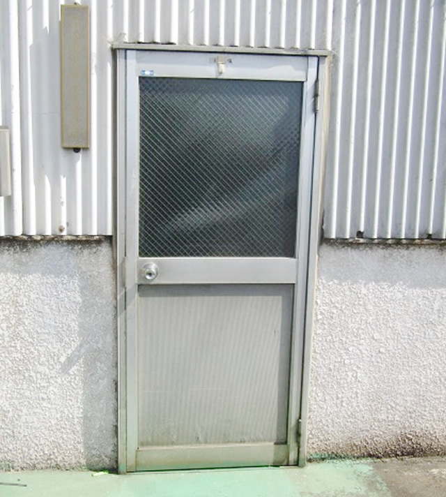 名古屋市港区 片開きドア 網入り型ガラス6.8mm  硝子割れ替え工事 施工後