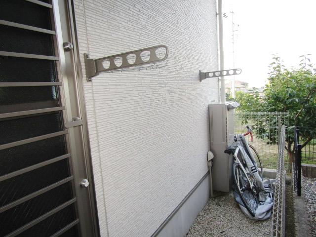 名古屋市緑区 リクシル 壁付き物干し 標準タイプ 495mm 施工後