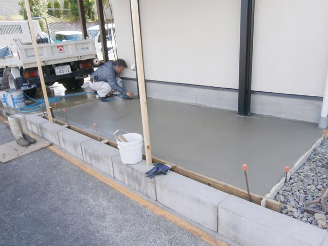 名古屋市千種区 サイクルポート新設 フーゴFミニ 土間打ち工事 施工中