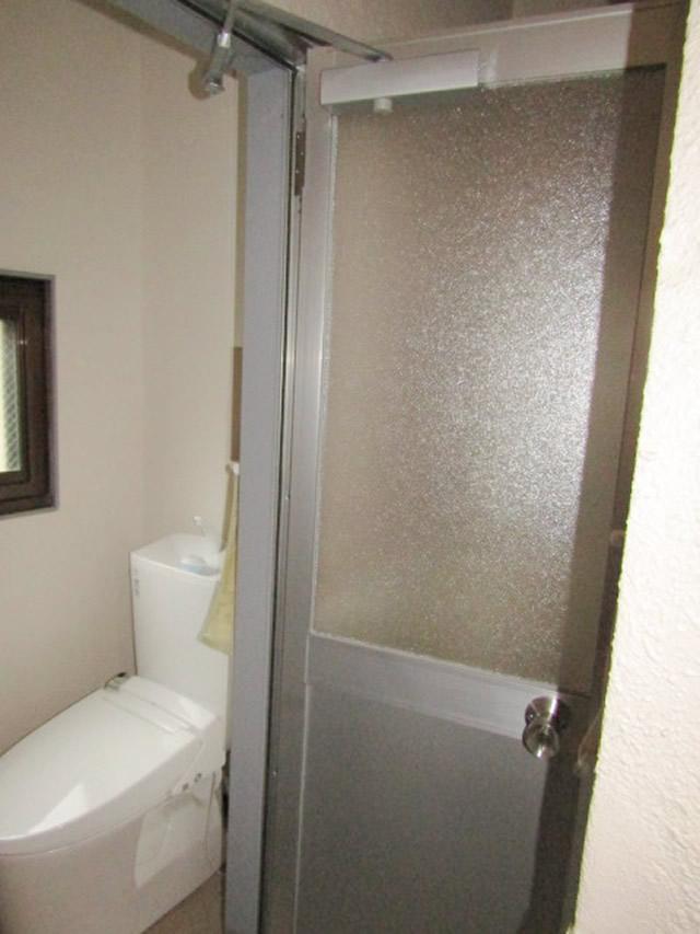 名古屋市中区 トイレ 片開きドア ガラリ付 取り替え工事 施工後