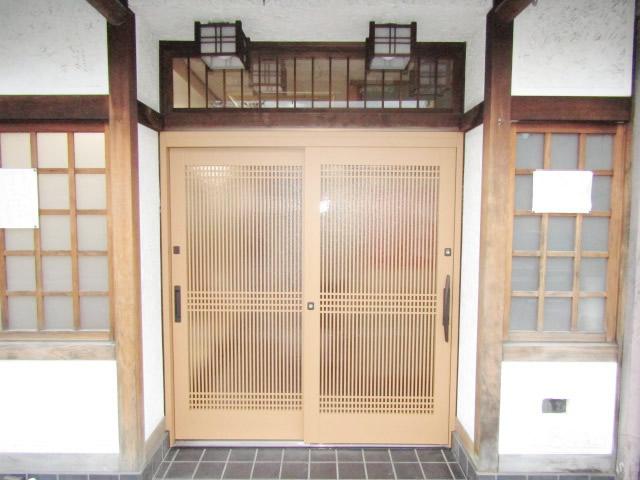 名古屋市西区  リシェント玄関引戸 57型  万本格子横目 槇調 施工後