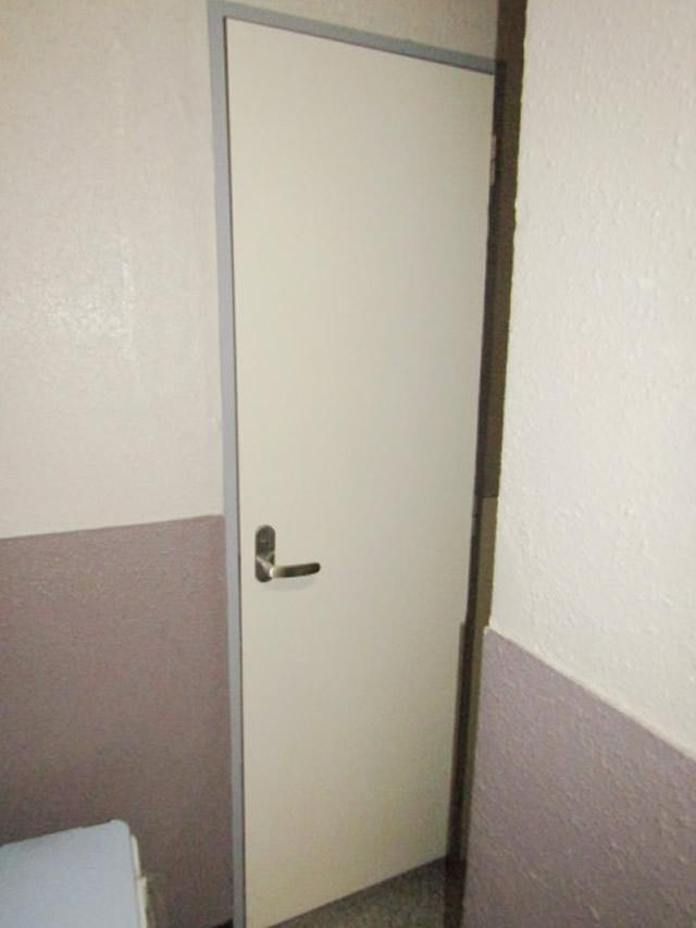 名古屋市中区 トイレ 片開きドア ガラリ付 取り替え工事 施工前