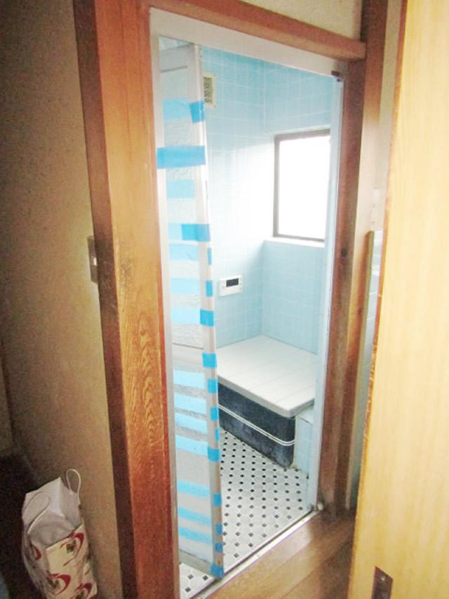 名古屋市中川区 浴室中折れドア リクシル SF型 施工前