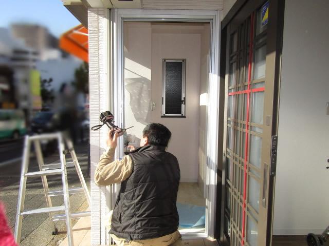 名古屋市昭和区 玄関扉取り替え クリエラガラスドア 防犯ラミレックス30 施工中