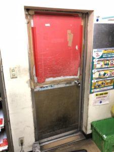 中川区、事務所、多数の方が出入りするので枠まで曲がってしまっていました、カバー工法にて枠から取付