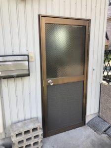 名古屋市港区ドア交換工事ドアを閉じた状態これからドアを交換していきます。
