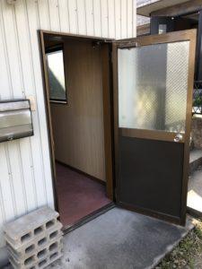名古屋市港区ドア交換工事ドアを開いた状態