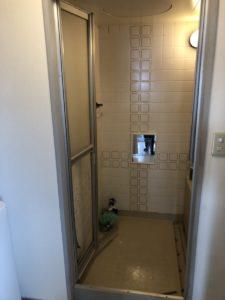 名古屋市浴室ドア交換工事 施工前 三協アルミ浴室リフォーム用中折れ戸