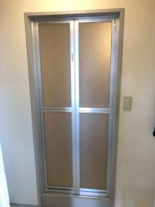 名東区マンション、Y様 退去の為に浴室中折れ戸をカバー工法で取替させて頂きました。三協アルミ浴室リフォーム用中折れ戸