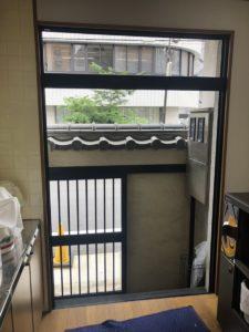 カバー工法 既設ドア取外し 名古屋市ドアリフォーム工事 引き違いの窓サッシをやめて玄関引戸に