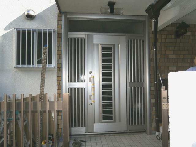 玄関ドアリフォーム工事 リシェント カバー工法による取替 名古屋市