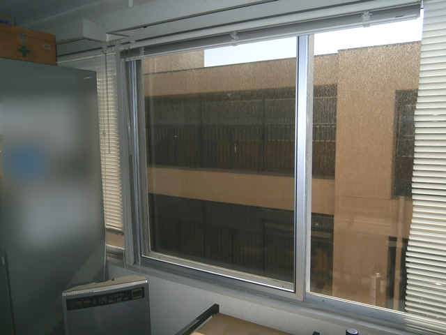 事務所の窓に網戸新設工事 名古屋市