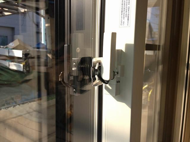 掃出し窓に内窓インプラスを取付工事 見た目にも防犯性アップ 名古屋市