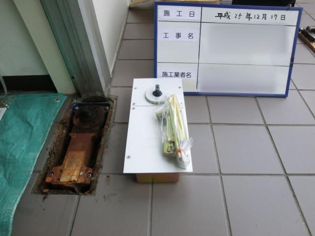 事務所の入口ドアフロアヒンジ修理、交換 名古屋市