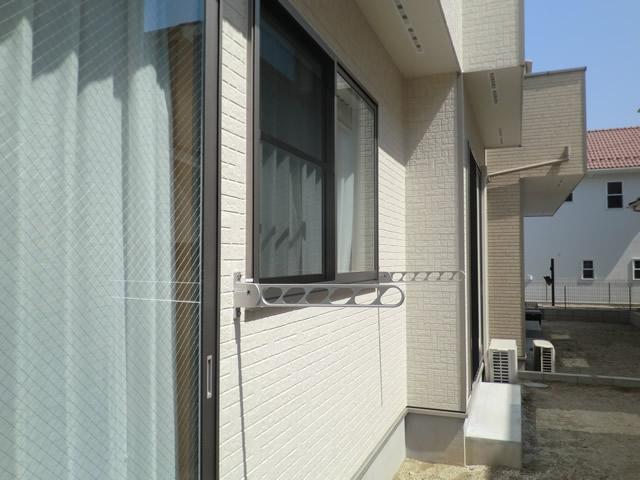 物干し金物取付工事 壁付け物干し 名古屋市